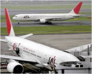 Airlines Shed Weight to Conserve Fuel