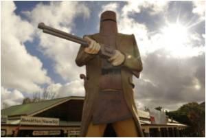 Kevin Rudd Opposes Uluru Climbing Ban