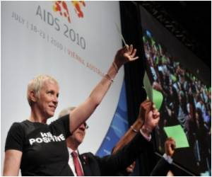 AIDS Activist Annie Lennox Warns Against Reduction in AIDS Funding