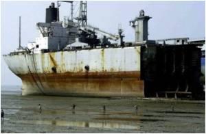 Dangerous Rush for Cheap Steel From Scrap Ships in Bangladeshi Shore