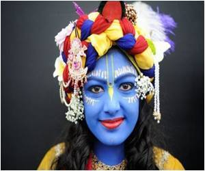 Hindu Festival Near London Attracts Thousands