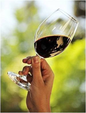 People With Sedentary Lifestyle May Benefit from Red Wine