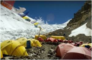 Volunteer Group Does a Himalayan Task of Removing Rubbish from Mt. Everest's 'Death Zone'