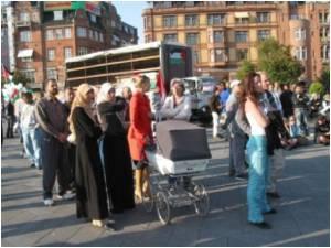 US Disneyland Sued by Muslim Employee over Headscarf Ban