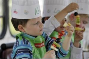 'Cooking With Kids' School Program Can Fight Childhood Obesity