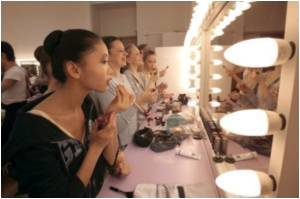 Estee Lauder, Maybelline Adding Asian Faces  to Their Brands