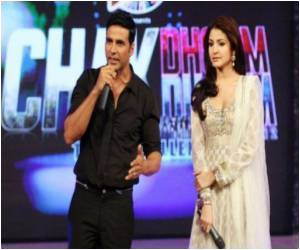 Bollywood and Akshay Kumar Rope in Cricketing Greats for Star Quotient