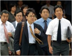 Japanese Workers Dress Down to Save Planet