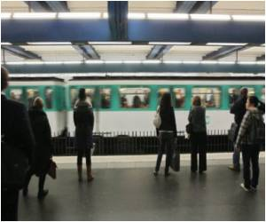 Paris Metro Robberies Increase Because of Smartphones