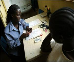 Common Antibiotics Cut Deaths in African AIDS Patients: Study