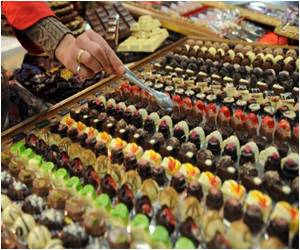 Risk of Strokes Low in Women Chocoholics