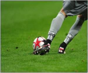 Footballer's Body Reveals the Direction of the Penalty Kick