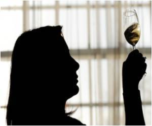 Moderate Drinking Cuts Dementia Risk: Study