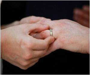 Civil Unions for Same-Sex Couples Legalized in Illinois