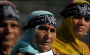 Victims of Bhopal Gas Leak Protest Over Irregularities in Compensation