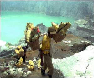 One of the World's Worst Jobs: Mining Sulphur on a Volcano