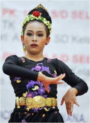 Indonesian Folk Dancers Warned To Comply With Anti-Porn Law