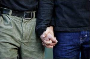 UK's 1st Gay Couple Cleared of Fabricating Test Results