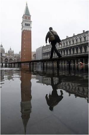 Venice Embarks New Plans to Raise Its Sinking Buildings