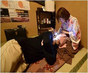 Japan's Ear-Cleaning Salons Offer Men a Memory of Childhood