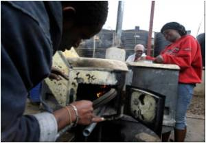 Kenya Slum Tackles Pollution With Waste-powered Cooker