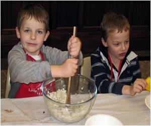 Aussie Toddlers Fold Up Sleeves, Masterchef Style