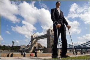 World's New Tallest Man Yearns for Love