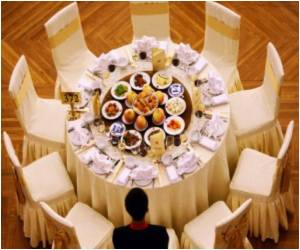 Lavish Banquets Land Chinese Policemen in Trouble