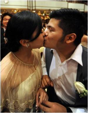 China Couples Flock to Marry on Auspicious 9/9/9