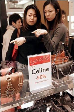Chinese Tourists Taken Up With French Tax-free Luxury Items