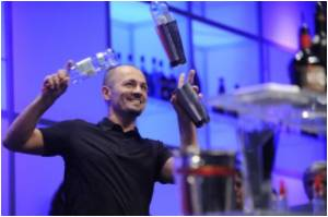 Need a Drink After A Tiring Day At Work? Have A Robotic Bartender Make One For You!