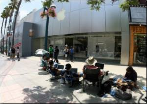 Tech Heads Go Gaga Waiting for Apple's IPhone