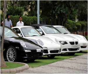 Report: Indian Supercars Slice Through Traffic in Convoy