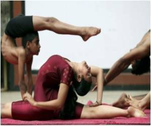 Kashmiri Children Keen To Learn Yoga