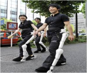 Robo-Suit Adventure Planned by Disabled Japanese Tourist