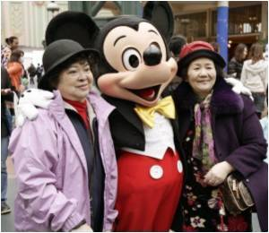 Tourists from China Bring Hong Kong Disneyland to a Record Profit