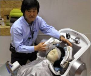 Robot Hair-washer Developed by Japan's Panasonic