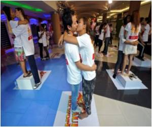 Thai Couples Create New World Record for Longest Kiss
