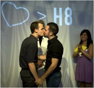 New York 'Wedding Chapel' Offers Gay Marriage Service Despite State Ban