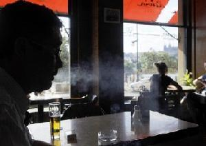Cigarette Packets Trick Smokers by Design: Study