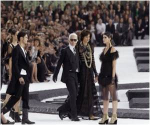 A Breath of Fresh Air With Older Ex-models Walking the Ramp