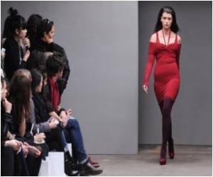 Study Says Ladies in Red Appear More Attractive to Men
