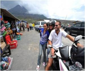 Disaster-Stricken Indonesians Live Off Volcano Tourism Dollars