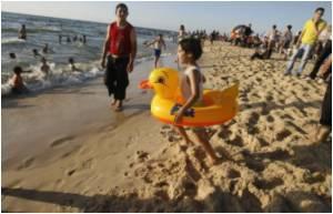 Gazans Brave Nasty Rashes For A Dip In Poisoned Beaches
