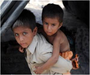 Child Flood Victims Face Hunger in Pakistan