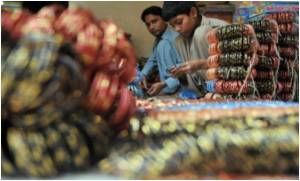 Pakistani Children Toiling To Manufacture Festive Glass Bracelets!