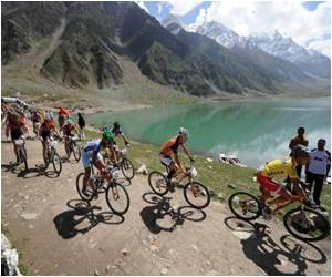 In Rare Boom Tourists Flock to Pakistan Kashmir Valley