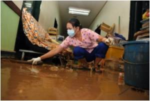 Tears and Resilience at Flooded Philippine Hospital