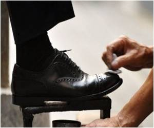 Shoeshining Proves to be the Way Out for Jobless Orlando