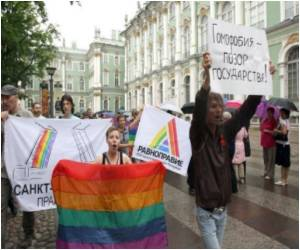 AFP Reports Five Arrested at Saint Petersburg Gay Protest